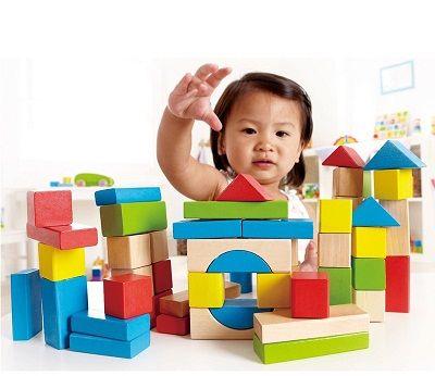 Chọn đồ chơi an toàn cho bé nên dựa vào các tiêu chí cơ bản nào?