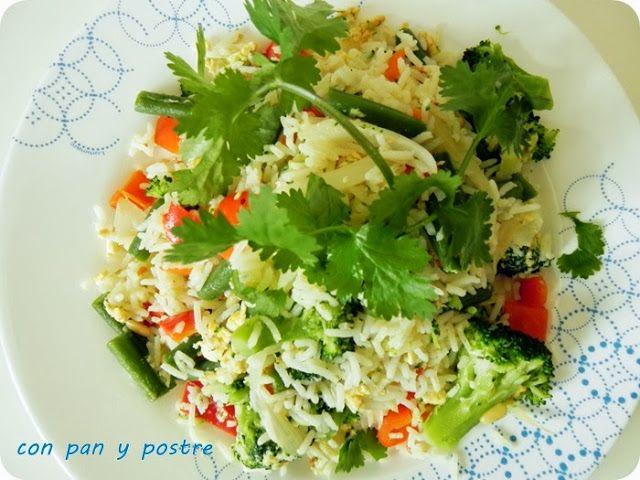Arroz salteado con verduras y piñones
