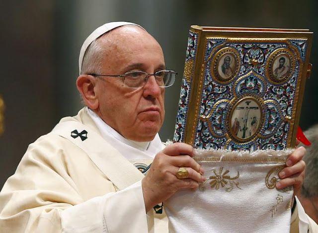 Papa Francisco afirma: ''Cuidado: A Bíblia é um livro altamente PERIGOSO'' ~ Sempre Questione
