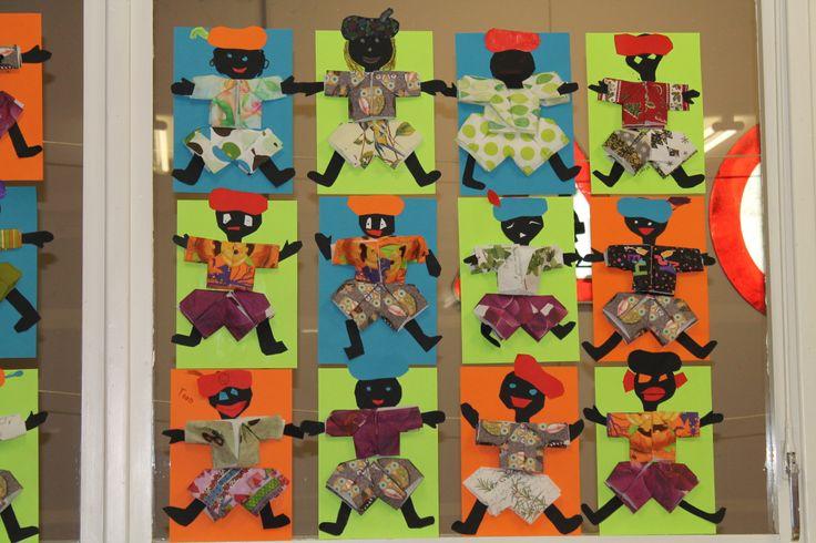 Knutselen Sinterklaasthema - Pietenpakje vouwen met servetten en afwerken met gekleurd papier.
