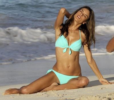 Eimeo bikini model