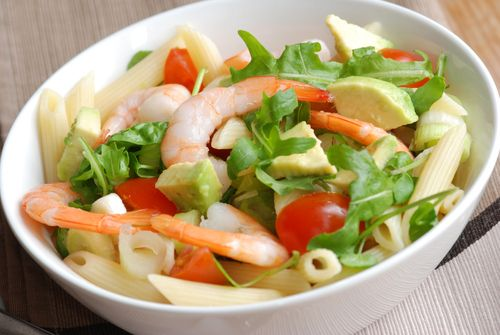 Ζυμαρικά με γαρίδες και αβοκάντο