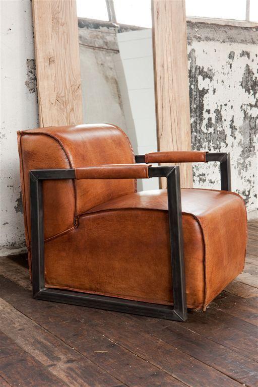 Anyline lederen arm chair  Leverbaar in 8 kleuren o.a.: Zwart, licht & donker bruin, olijf, wit.   Afmeting: 85 x 75 x 77 cm  Shopprijs € 1099,00
