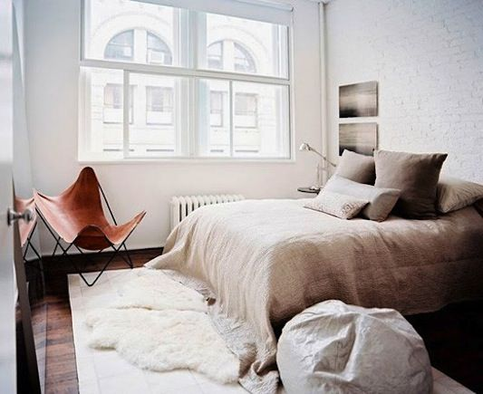 double rug: Beds, Interiors Design, Butterflies Chairs, Linens, Rugs, Bedrooms Decor, Leather Chairs, Neutral Bedrooms, Cozy Bedrooms