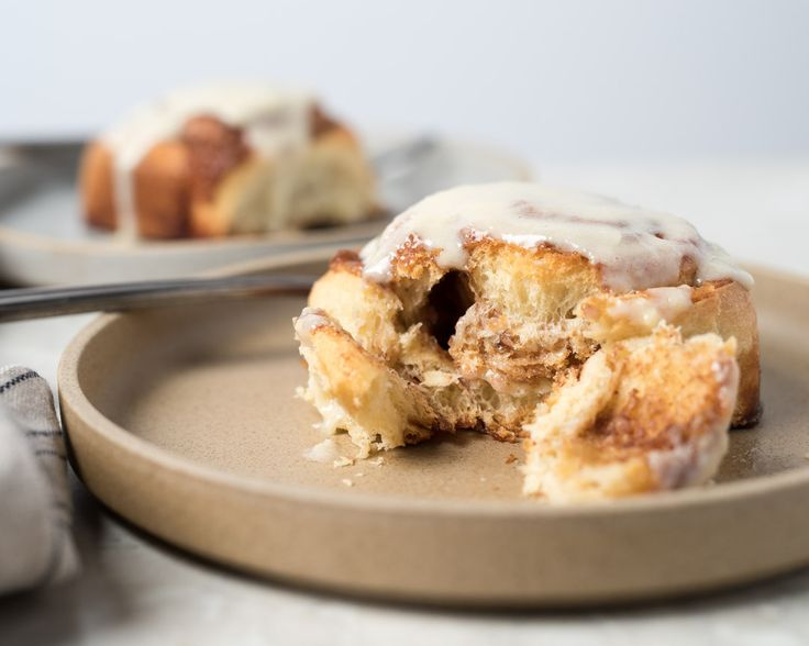 Bake flawless sourdough cinnamon rolls with a brown sugar cinnamon spread and cream cheese glaze. These rolls are the perfect holiday treat!