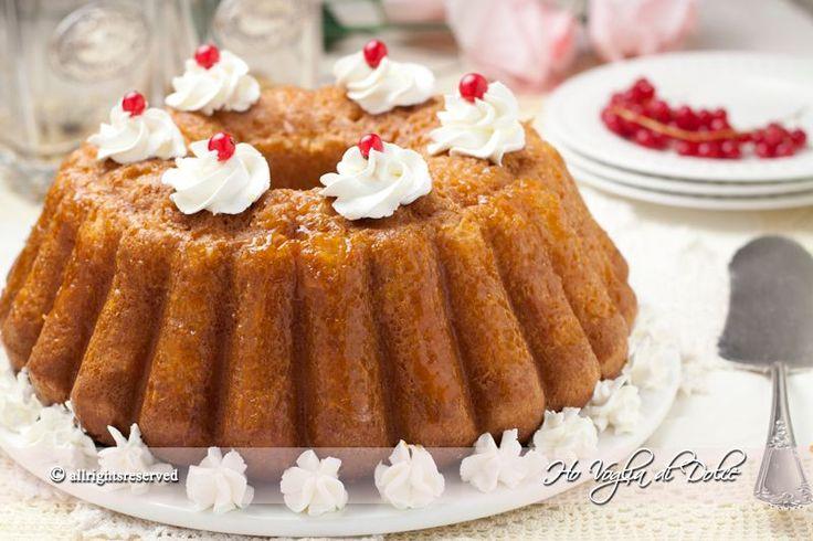 Torta Babà, ricetta tradizionale napoletana. Un babà facile da preparare, buono e spugnoso. Dolce ideale per feste, avvenimenti e compleanni