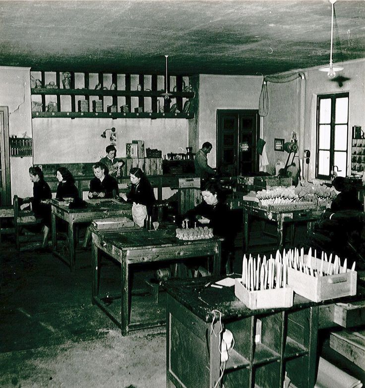In the '50s we also used to produce paint brushes #paint #brush #brushes #paintbrush #paintbrushes #production #lab #vintage #50s #picture