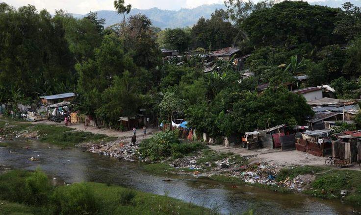 Las viviendas en los cauces de los ríos son un problema. Honduras: El sector sureste de San Pedro Sula es el más vulnerable ante las lluvias Autoridades elaboran un mapa para definir las zonas de riesgo en la ciudad. Uno de los grandes problemas es la poca cultura de mantener limpios los drenajes.