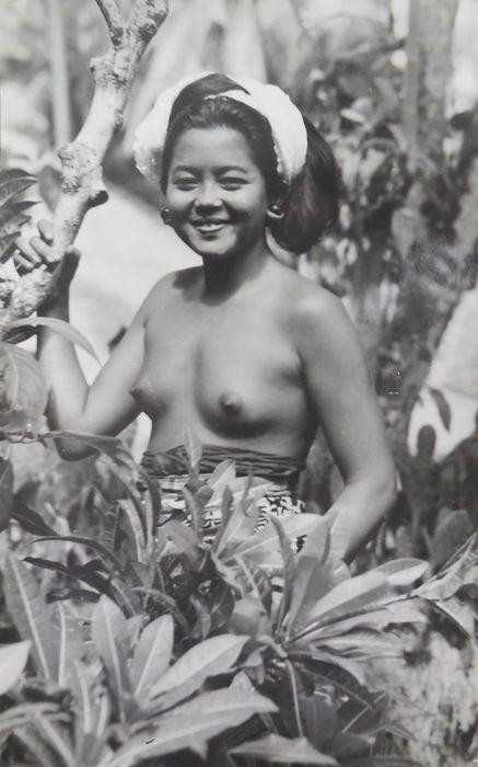 Fotografie; Diverse fotografen - Mapje met 22 fotokaarten van Bali - ca. 1925/1936