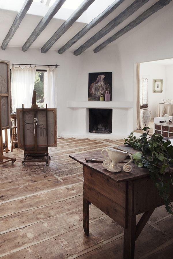 Suelo de madera antigua combinado con suelo de cemento.