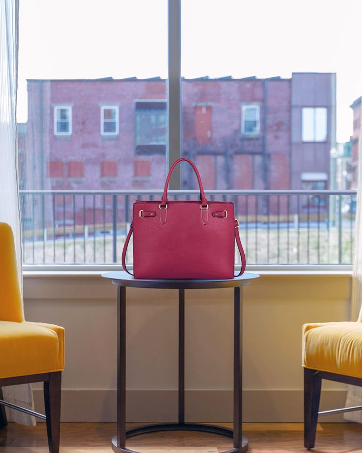 Lazy weekends and pink handbags are our two favorite things.