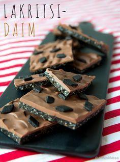 Lakritsi-Daim Helppotekoinen suklaamakeinen on hyvä lahjaidea, ja sopii mustien karkkien ystäville.