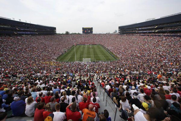 Record crowd sees Man United top Real Madrid 3-1 - Yahoo News India