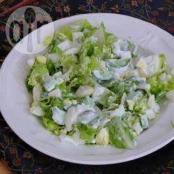 Фото рецепта: Салат из яиц, огурца и зеленого салата