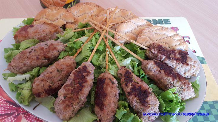Spiedini di carne trita alle zucchine: mezza cottura al tritato e alle zucchine tagliate alla julienne. Un uovo nell impasto x addensare e 3 cucchiai di patata lessa