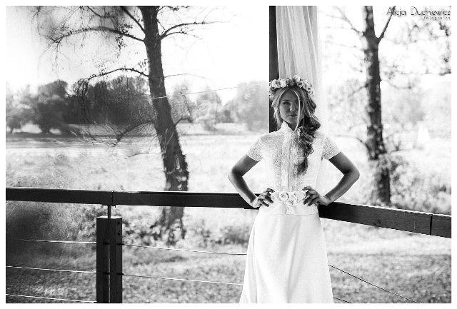 suknia i fryzura ślubna