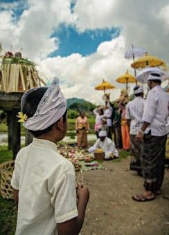 Gerry Newan: suasana persiapan upacara keagamaan di Bedugul Bali