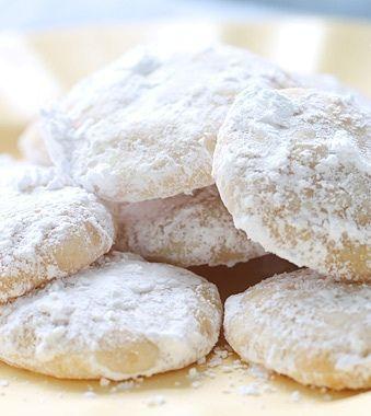 Μαλακά μπισκοτάκια λεμονιού για ένα διαφορετικό γλυκό πρωινό με υπέροχο άρωμα! Τι θα χρειαστείς 1 ¾ φλιτζάνια αλεύρι για όλες τις χρήσεις 1 πρέζα αλάτι 8 κουταλιές της σούπας ανάλατο βούτυρο Ξύσμα από 2 λεμόνια ½ του φλιτζανιού κρυσταλλική ζάχαρη ¼ του φλιτζανιού μέλι 1 κουταλάκι του γλυκού μαγειρική σόδα 2 κουταλιές της σούπας χυμό [...]