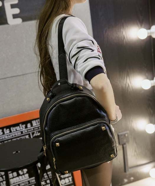 Tas Import 0888156 Backpack Rp 156.000Details :Material : LeatherWeight : 0.46 KgDimension : 21 x 28 x 10cm ---------------------------Order WA