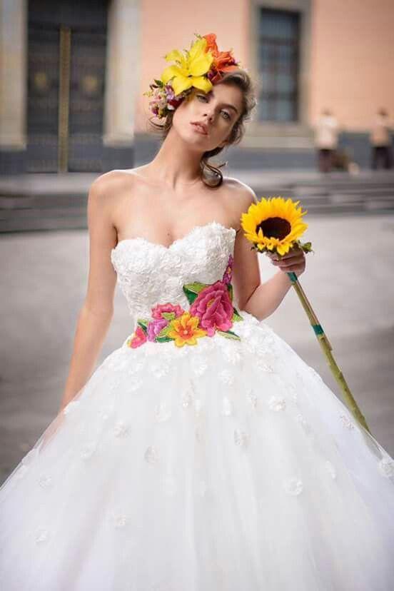 10 ideas de vestidos de novia mexicanos que te dejarán sin aliento