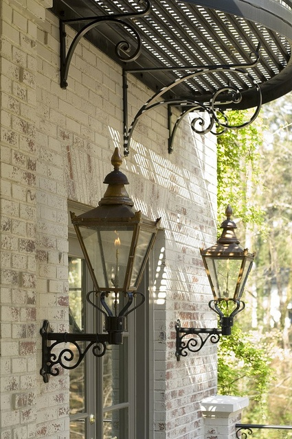 Love this look - Wrought iron lamps !