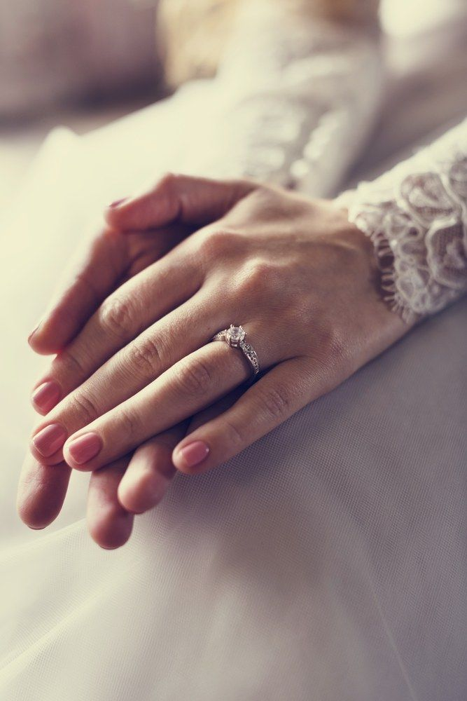 Attractive Beautiful Bride Showing Engagement Wedding Ring On Hand Weddingring Buy Wedding Rings Wedding Rings Wedding Rings Engagement