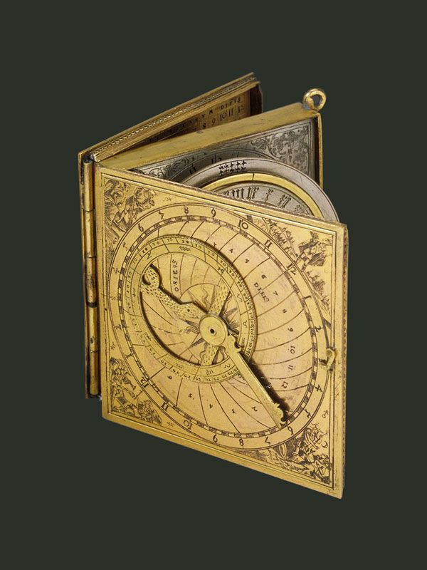 Astronomical compendium consisting of a box with three compartments. In the first, there is an astrolabe and a lunar calendar. Between the first and second compartment is an hour circle. The second compartment houses a sundial and a magnetic compass for orientation. The third compartment contains the Horae planetarum table and an horary quadrant with a shadow square. The markings are in German.
