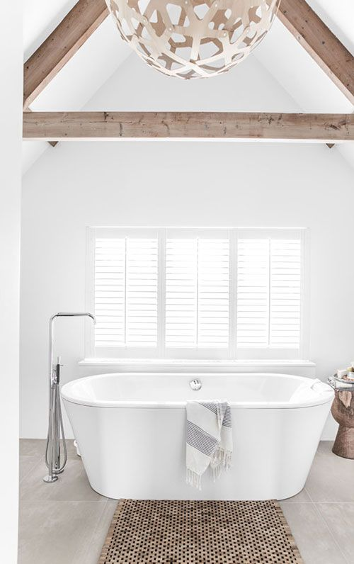 Rustieke badkamer met puntdak | Interieur inrichting