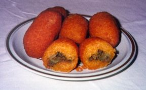 Puerto Rican: Stuffed yucca fritters(alcapurrias) - recipe