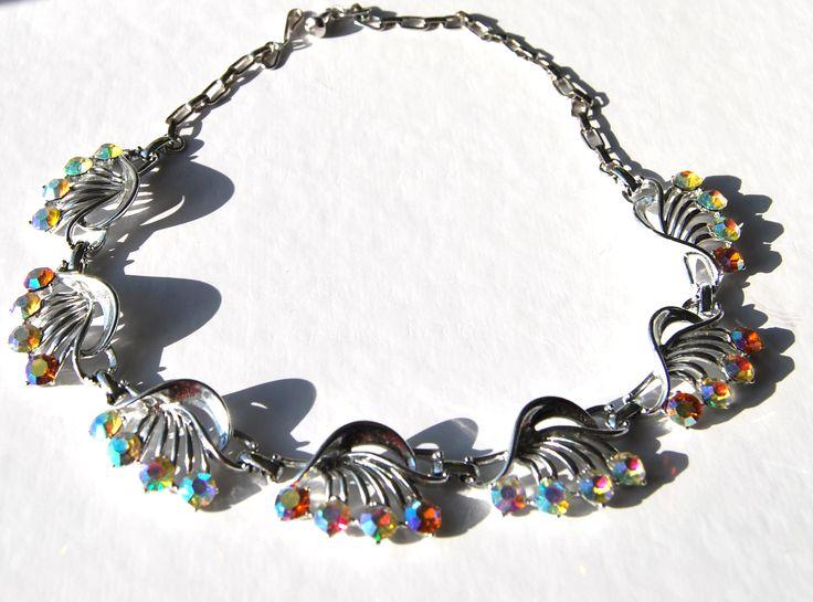 Collana inizio anni 60 firmata CORO USA con cristalli aurora borealis  Disponibile alla vendita per info contattami via mail  crazyforvintageuk@gmail.com o via facebook Crazy for vintage