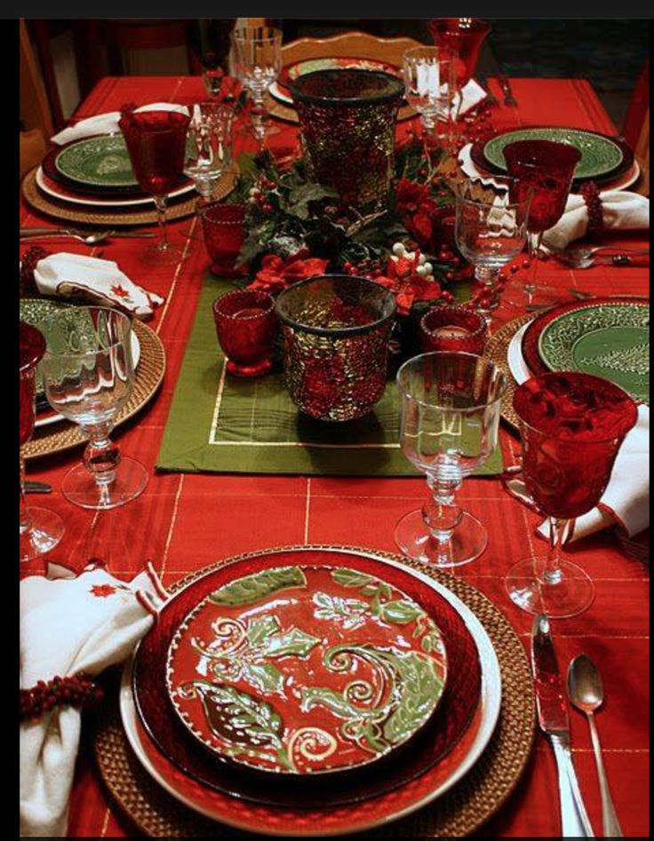 Captivating Red And Green Christmas Table Settings Contemporary ...