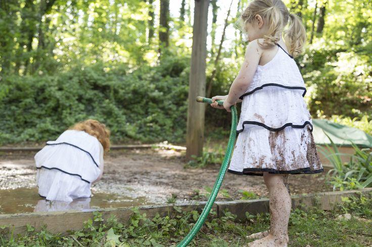 Dzieci, które wychodzą na spacery do parku lub bawią się na otoczonych zielenią placach zabaw, są zdrowsze, szczęśliwsze i spokojniejsze niż ich rówieśnicy (fot. patrickheagney / iStockphoto.com)