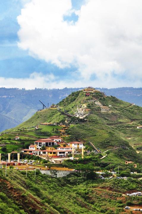 El Parque Nacional del Chicamocha está situado a 45 minutos de la ciudad de Bucaramanga o de la ciudad de San Gil. Espectaculares paisajes en medio de montañas de diversos colores.