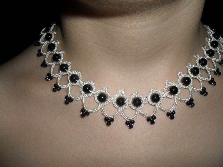 Tour de cou blanc et noir en dentelle de frivolite , collier dentelle blanche, collier dentelle blanche, collier mariagepour mariee : Collier par carmentatting