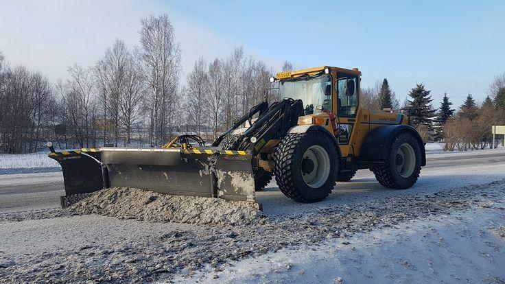 Lundberg 345Ls & Tiehöylän jätösten aurausta
