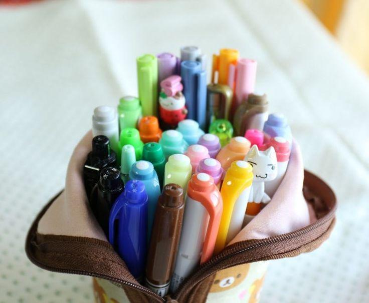 前回の日記でしっくりしなかったペンケース結局、こう落ち着きました^^;リヒトラブのペンケースに今まで使ってたペンポーチから普段文字を書く時の用のボールペンなど…