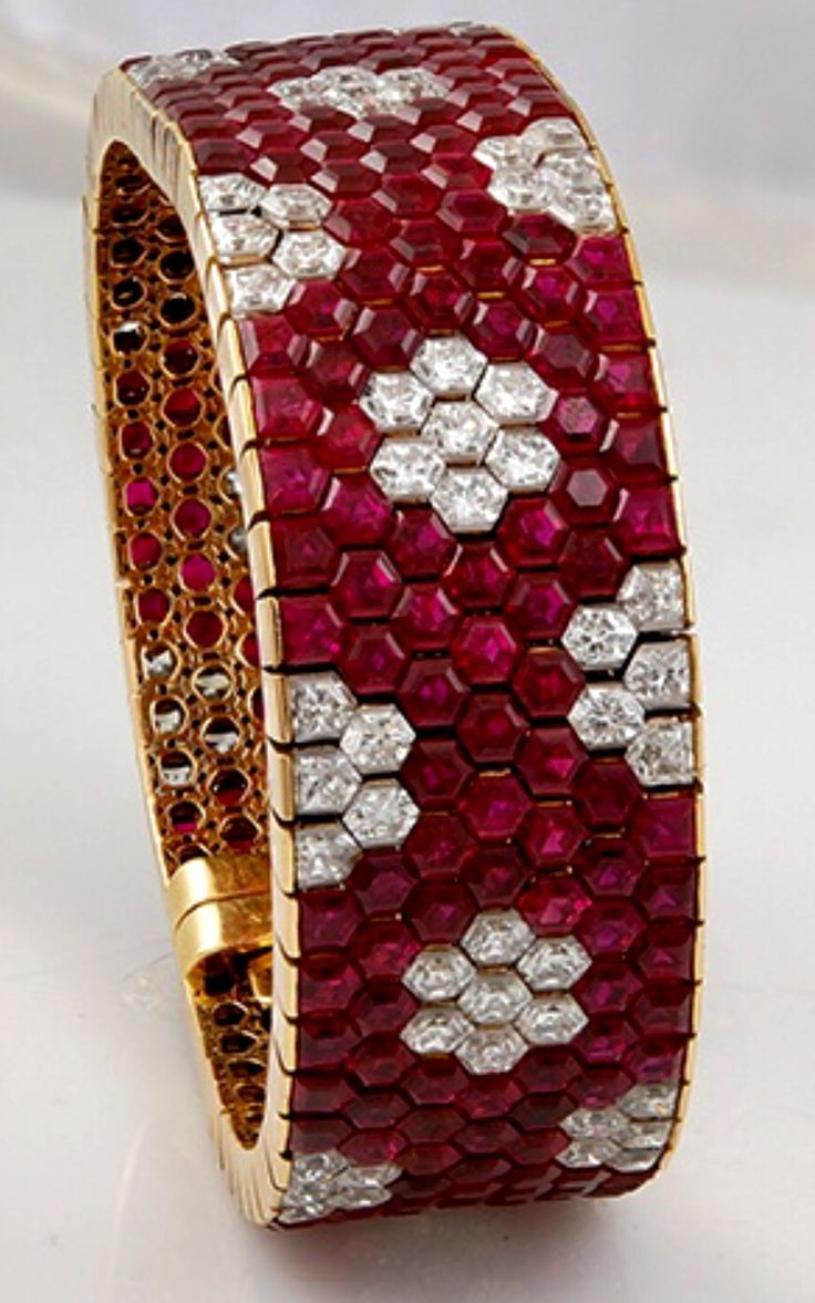 Van cleef amp arpels vca 18k yellow gold ruby cabochon amp diamond - Van Cleef Arpels Hexagon Ruby Diamond Bracelet This Might Be A Bracelet But I Think It Would Make A Gorgeous Wedding Band