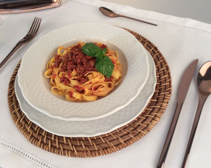 Tagliatelle alla bolognese di pasta freca fatta con Imperia.