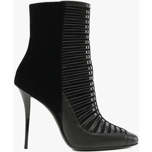 Balmain Verneuil patent-leather ankle boots (28.155.825 VND) ❤ liked on Polyvore featuring shoes, boots, ankle booties, ankle boots, balmain, footwear, black, black booties, balmain boots and patent leather ankle boots