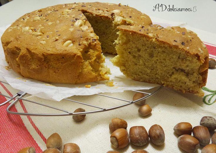Eccola!! Profumata, gustosa e morbidissima, la torta con nhttp://addolciamoci.altervista.org/2014/10/torta-con-nocciole-caffe/occiole e caffè è ora sul blog!!