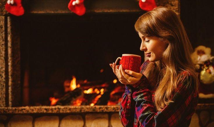 Το κρύο πλέον είναι τσουχτερό κι εμείς βρίσκουμε διέξοδο στα πιο ζεστά στέκια της πόλης για αχνιστό καφεδάκι και χουχούλιασμα με την παρέα κοντά στις φλόγες. Ψάξαμε και βρήκαμε για εσάς 6 όμορφα cafe με τζάκι σε Αθήνα και προάστια.