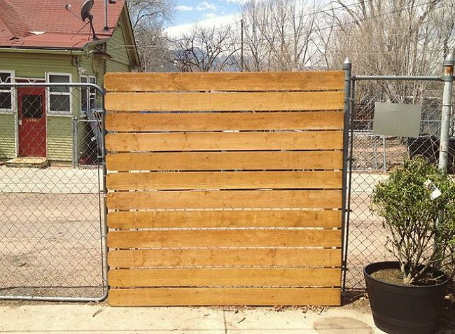 Genius! The Easy Way to Add Privacy to a Chain-Link Fence