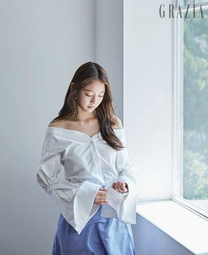 Gong Seung Yeon Is The Bell Of The Ball With June Grazia | Couch Kimchi