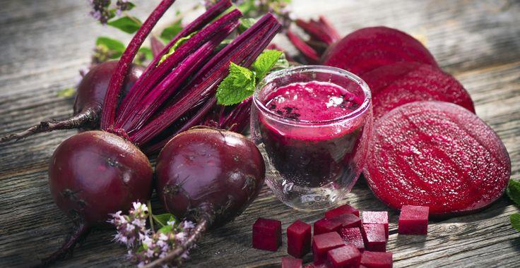 Från halvtrist rotfrukt till riktigt trendig supermat. Rödbetor är sprängfyllda med nyttigheter och bäst hälsoeffekt har betorna om de intas råa.