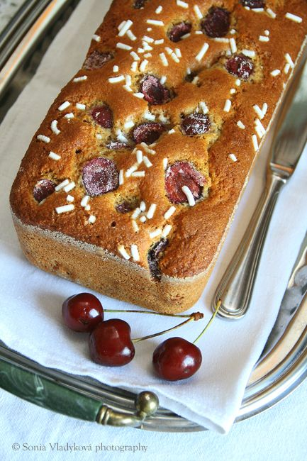 Unavená vařečka: Třešně a plumcake