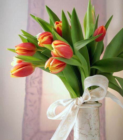 Könnyen elkészíthető tavaszi virágcsokrok az asztalra   femina.hu