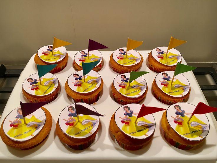 Sneeuwwitje cupcakes - Traktatie Femke 3 jaar