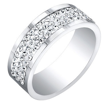 Your life and your style is unique. The round Swarovski crystals glitter like shining stars, adding that ultra appeal to your finger.