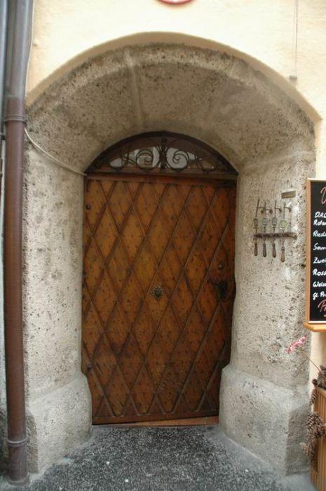 17 mejores ideas sobre puertas de entrada r sticas en for Puertas principales de madera rusticas