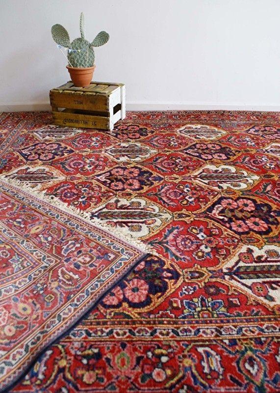 Super-groot kleurrijk vintage kleed. Tof 'Perzisch' tapijt met bloemen.